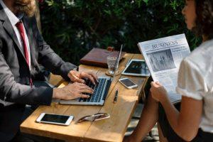Emprender mientras trabajas: Tips de organización y las herramientas de éxito de 12 emprendedores