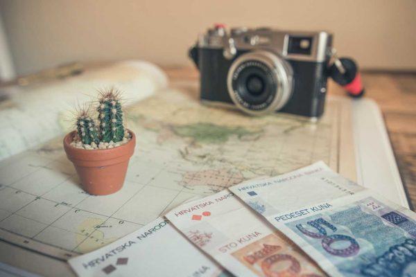 ganar dinero mientras viajas