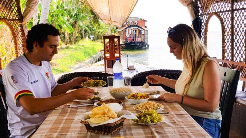 Kerala Backwaters comida en el barco