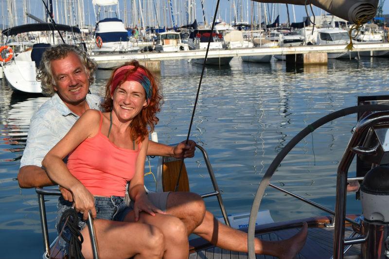 viajando en pareja en barco