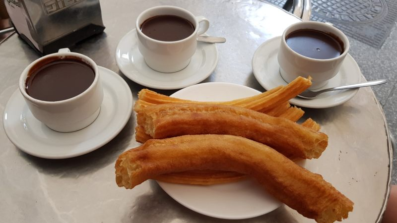 que comer y ver en Madrid churros con chocolate