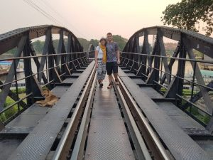 Puente sobre el río Kwai, Kanchanaburi, excursiones cerca de Bangkok