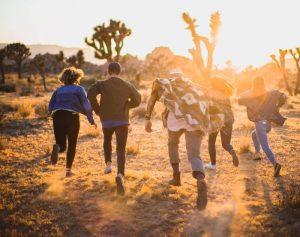 cómo organizar un viaje en grupo portada